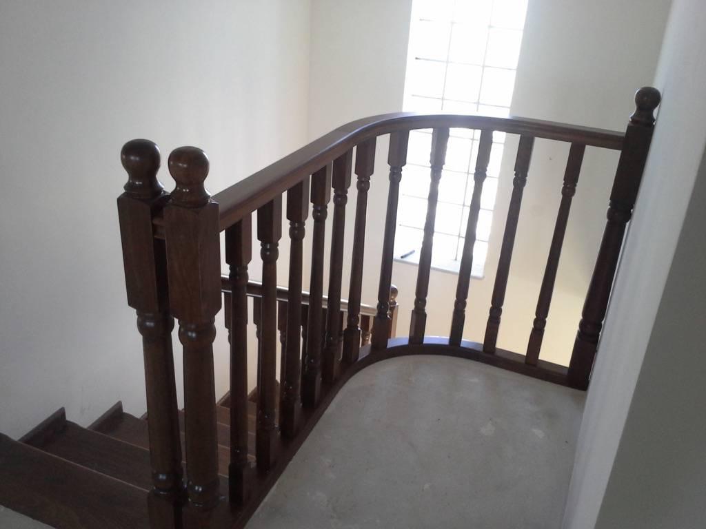 Placare scara fag baituita culoare nuc cu balustrada la rotund 13