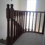 Placare scara fag baituita culoare nuc cu balustrada la rotund 12