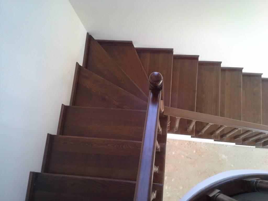 Placare scara fag baituita culoare nuc cu balustrada la rotund 8