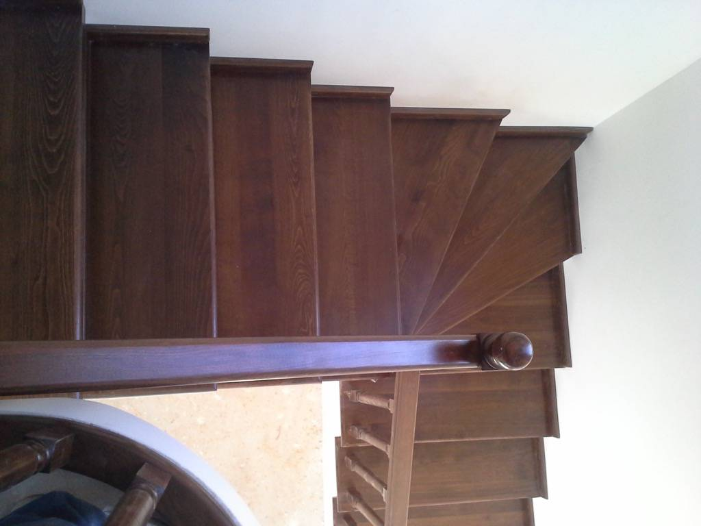 Placare scara fag baituita culoare nuc cu balustrada la rotund 5