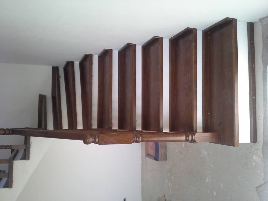 Placare scara fag baituita culoare nuc cu balustrada la rotund 4